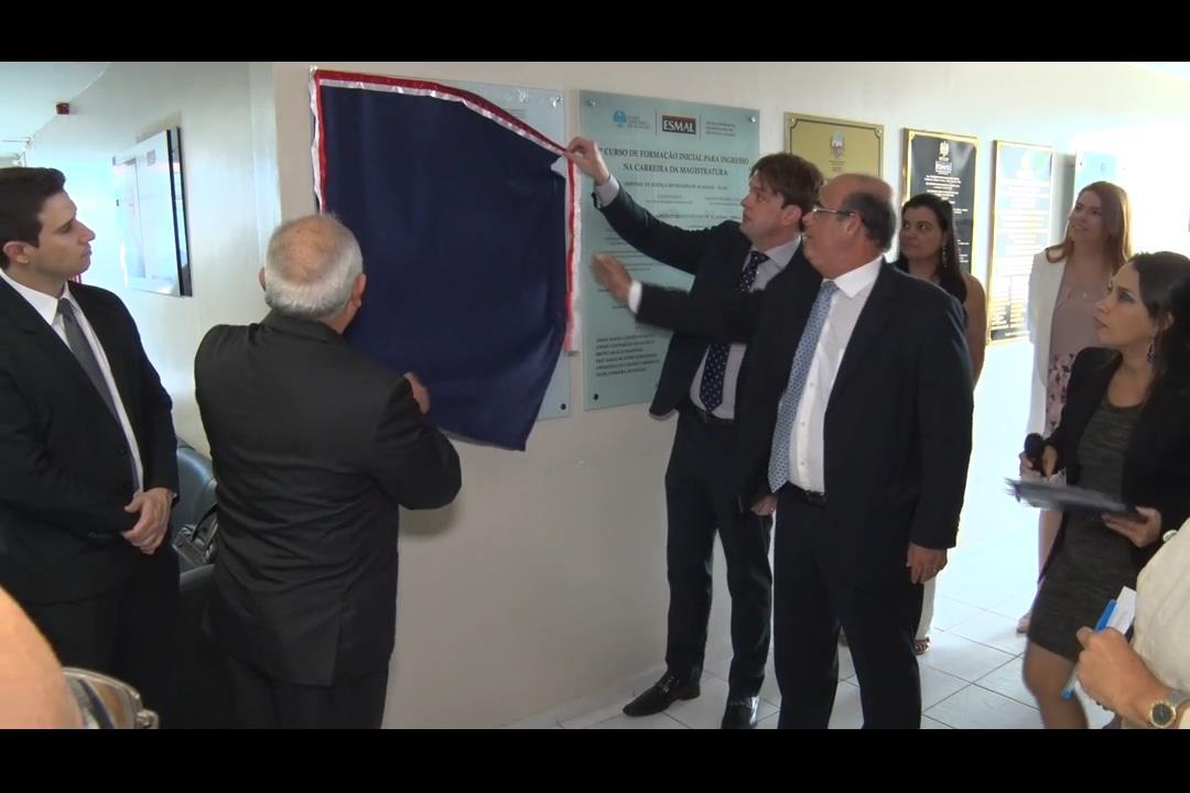 Otávio Praxedes é homenageado pelos novos magistrados do TJAL